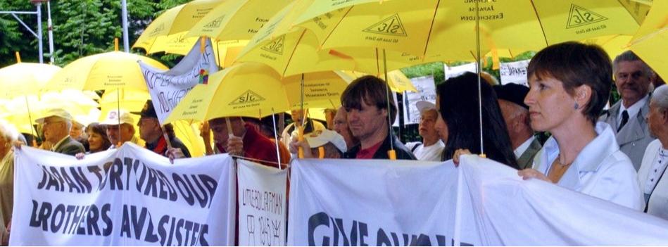 Demonstranten bij de Japanse Ambassade